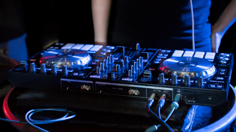 7 Best DJ Controllers For Beginners