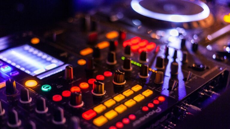 5 Best IOS and Android DJ Controllers