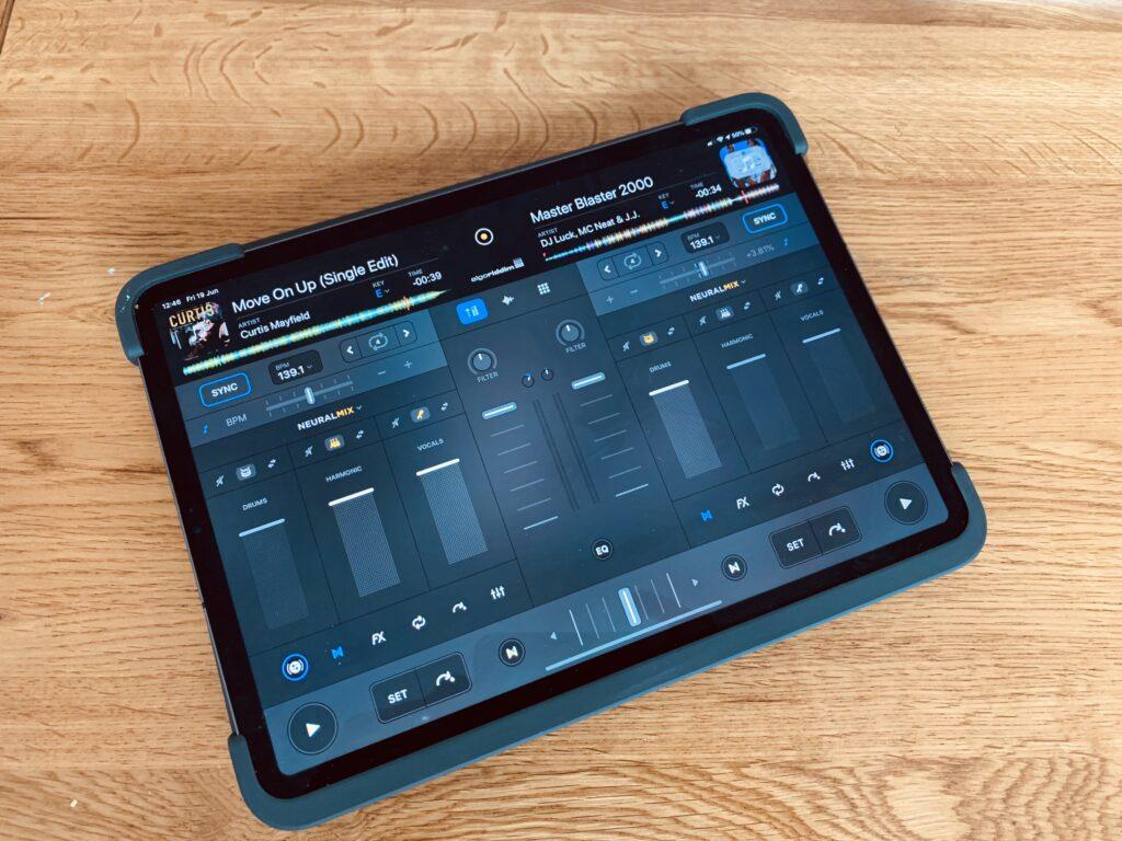 djay Pro AI - iPad