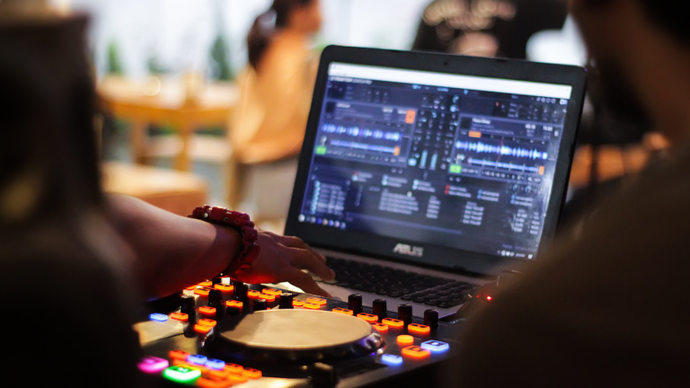 5 Best Laptops For DJing